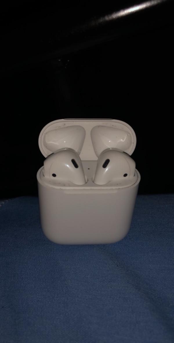 Apple Airpods (Charger comes free) Payment only through CASHAPP , only available for shipping  b94983e0-7712-437e-9146-1a786716cf75