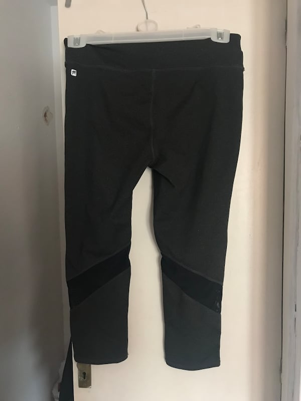 Fabletics capri leggings 1
