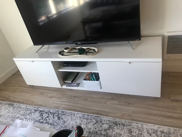 Nieuw Used Ikea Byas TV Stand in Gloss White for sale in Bothell - letgo CV-31