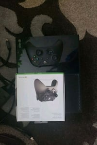 Xbox one. Barely used and 2 controllers Brampton, L6Y 0K1
