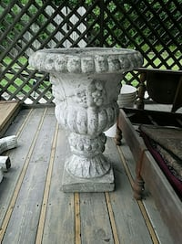 gray and white concrete pedestal table South Bend, 46619