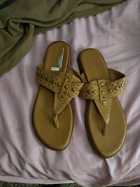 Woman's sandals Des Moines, 50321