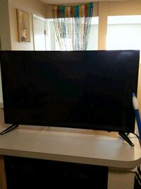 "black flat screen 39"" TV with remote Canal Winchester"