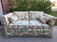 Very cute yellow floral loveseat in great condition. Prosper, 75078
