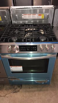 Brand New Frigidaire Slide In gas stove 5 burners scratch and dent 6 months warranty  Baltimore, 21229