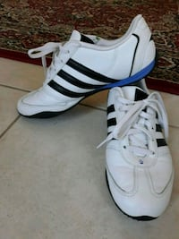 pair of white Adidas low-top sneakers Chantilly, 20152