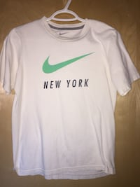White nike crew-neck shirt Welland, L3B 1K8