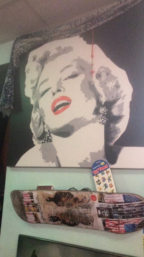 Large Marilyn Monroe image on Canvass. Very good condition, roughly 5 ft by 4 ft. 680a23ed-c6c0-4f9f-a0f2-b151064164a9