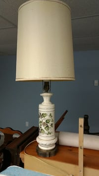 Vintage tall table lamp Surrey, V3S 7M3