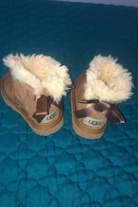 Uggs for baby girl size 5  New York, 11212