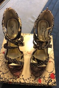 Shoes  - Wild Rose.  Size 10. -  Zebra. Black/Natural Montgomery Village, 20886