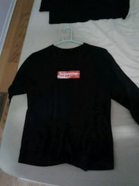 This is not supreme coca cola longsleeve Toronto, M1V