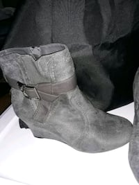 8.5 size gray suede wedge boots  Hagerstown, 21742