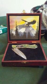 Eagle Knife in Wooden Box