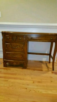Solid wood Desk. Excellent condition.  Vienna, 22027