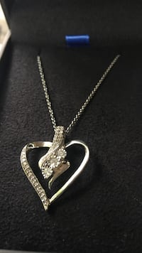 Cubic zirconia heart silver necklace