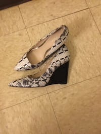 black-and-white snakeskin leather pointed-toe wedge shoes