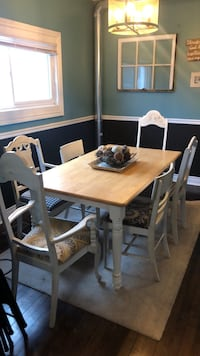 Vintage country dining table and chairs Fort Erie, L0S