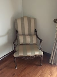 2 bedroom chairs with pillows Laval, H7E 1W8