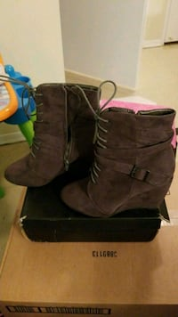 brown suede side-zip wedge boots with box Toronto, M3M 3G4