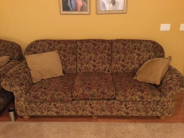 Brown Fl Pattern Sofa From Jetton Taylorsville Nc 95x39x37 Love Seat 72x39x37 And
