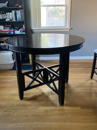 4 person round table w/ chairs Newport News, 23602
