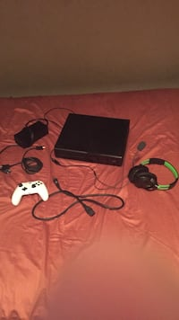 Xbox One with 2 controllers and gaming headset and all the wires included