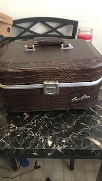 Brown leather jewelry box Spring Valley, 10952