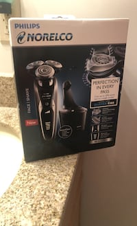 Philips Norelco personal shaver with smart clean  Crofton, 21114