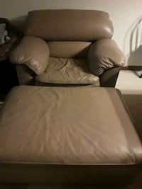Leather - Need to relax in this chair and ottoman Newport News, 23606