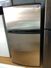 Whirlpool stainless steel top freezer refrigerator  Woodbridge, 22191