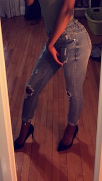 Forever 21 ripped jeans London, N5V 1Y3