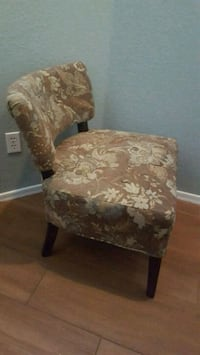 Accent chair like new paid 200 Mesa, 85204