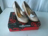 pair of white leather pumps with box Fresno, 93703
