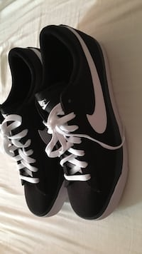 Pair of black nike low-top sneakers Oakville, L6L 5K3