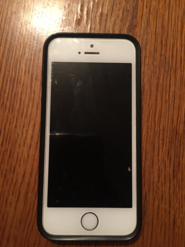 iPhone 5s Doesn't turn on 2ab73fab-a142-4609-a476-5e187eaac461