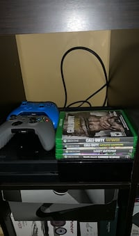 Xbox 1 with 2 controllers and games  Pitt Meadows, V3Y 2C4