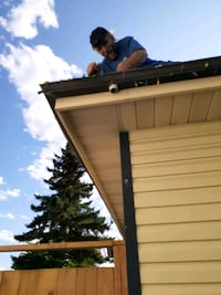 Gutter cleaning crew for you Calgary