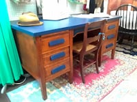 Solid wood vintage teachers desk. 6 drawers and 2 pull out shelves null