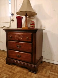 Nice wooden big night stand with 3 drawers in good
