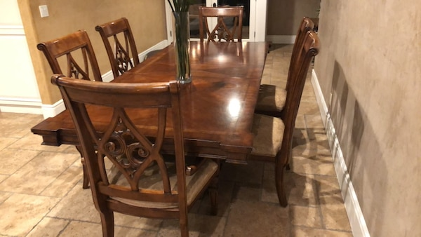 Used Full Sized Dining Table Great Condition For Sale In Los Angeles