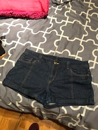 Women armani exchange shorts size 14 Laval, H7S 1Y3