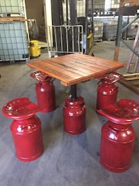 Pub style bar table and seats Memphis, 38106