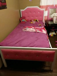 pink and white bed frame Columbus, 31904