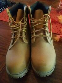 pair of brown leather work boots Holiday, 34690