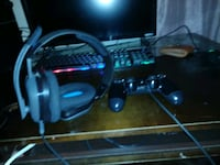 Gaming head phones and ps4 controller 2051 mi
