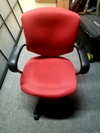 Ajustable red office chairs