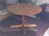 Solid wood table Toronto, M6H 2Z7