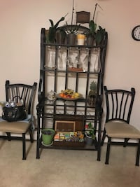 Wine/kitchen bar, dining table and dining chairs