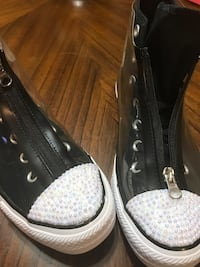 Pair of black-and-white low top sneakers Spring, 77373
